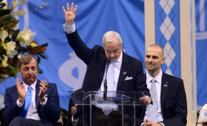 Roy Williams holding up four fingers for Coach Smith (UNC Athletics)