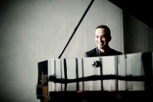 Inon Barnatan 2014- Pianist Photo: Marco Borggreve